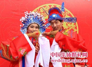 5,提供新郎,新娘化妆造型,大花红绸拱门,红灯笼路引,证婚区布置.
