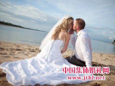 三亚,厦门海滩婚礼新郎新娘穿什么衣服?